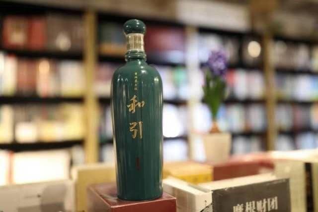 景德镇,只有,遇见,二十年,卖书 只有一款酒,轻松当老板。 酱酒轻柔香,绿瓷景德镇。 卖书二十年,遇见和 ... 中国酒业第一论坛 白酒招商