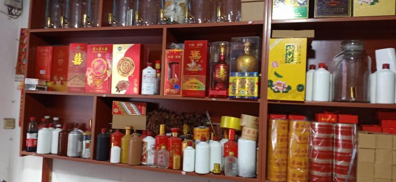 红香轩茅台镇酱香酒。