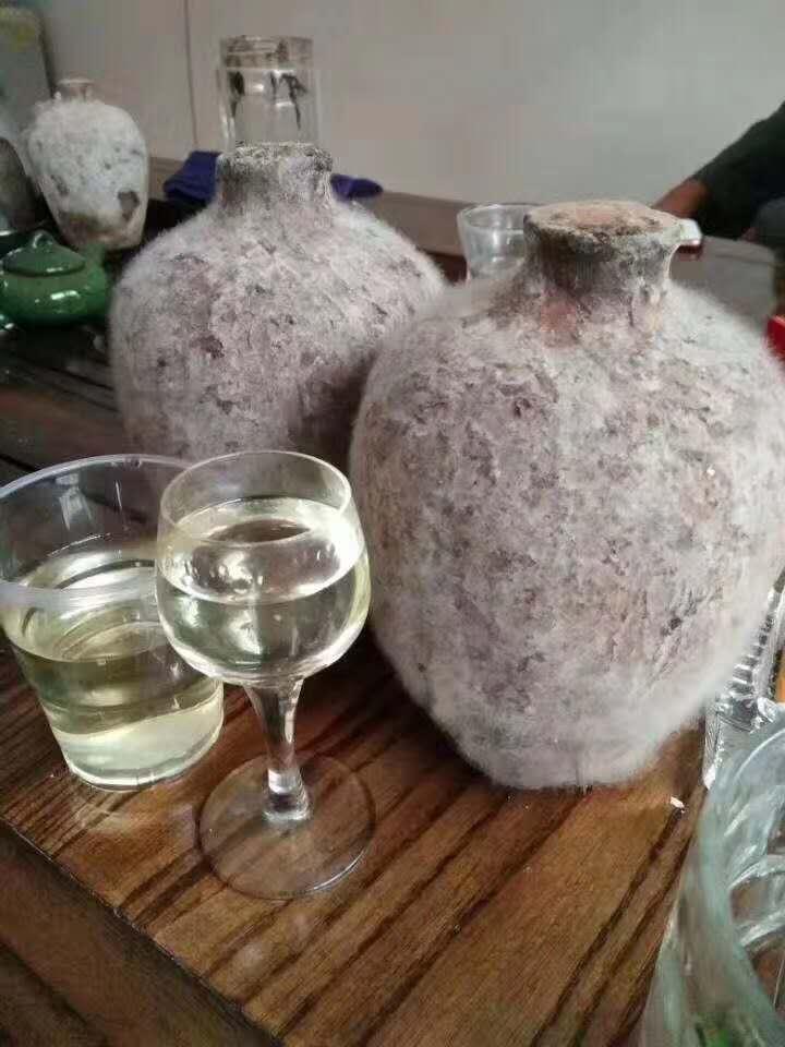 洞藏老酒,酒厂直接发货。酒体色泽微黄,酒花饱满,酱味足。可自饮、待客、 ...